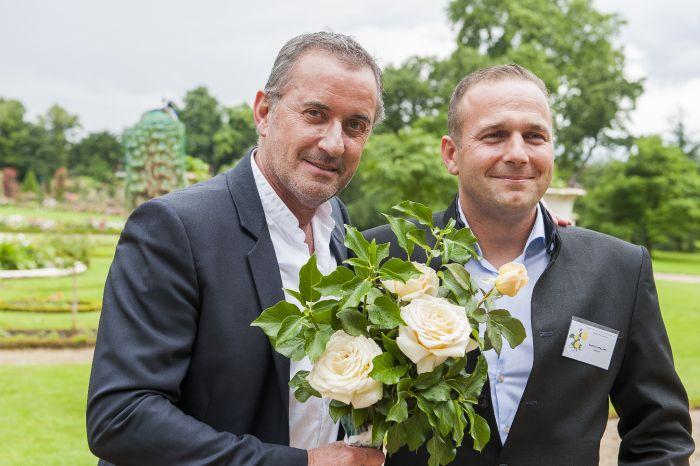 Christophe Dechavanne et sa rose, Mathias Meilland, roseraie du parc de Bagatelle, Paris 16e (75), 16 juin 2016, photo Frédéric Marre / Rustica